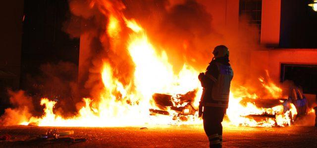 Zwei Fahrzeuge brannten in Letmathe – Polizei ermittelt in Richtung Brandstiftung