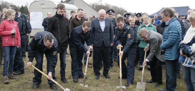 Erster Spatenstich für Neubau des Feuerwehrgerätehauses Oestrich