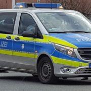 Betrunkener tritt einem Polizeibeamten ins Gesicht