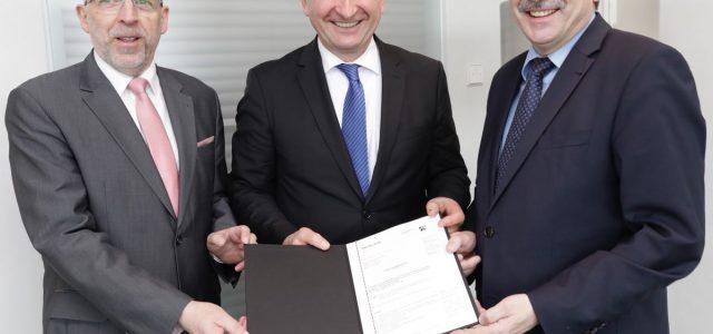 4,3 Millionen Euro für schnelles Internet Landrat nimmt in Düsseldorf Förderbescheid entgegen