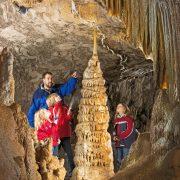 Die Dechenhöhle in Iserlohn – 150 Jahre Tourismus und Forschung