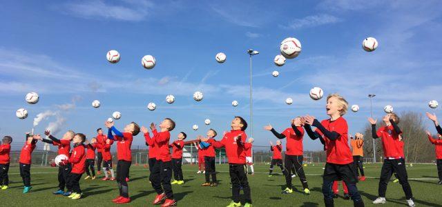 Aktiv sein und fürs Leben lernen:  ASSV Letmathe 1998 freut sich auf Besuch der Fußballfabrik