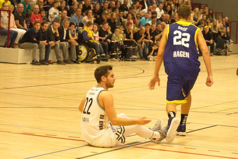 Basketball Testsoiel Iserlohn Kangaroos - Phoenix Hagen; Ruben Dahmen am Boden - © by Sportstimme.de (MK)