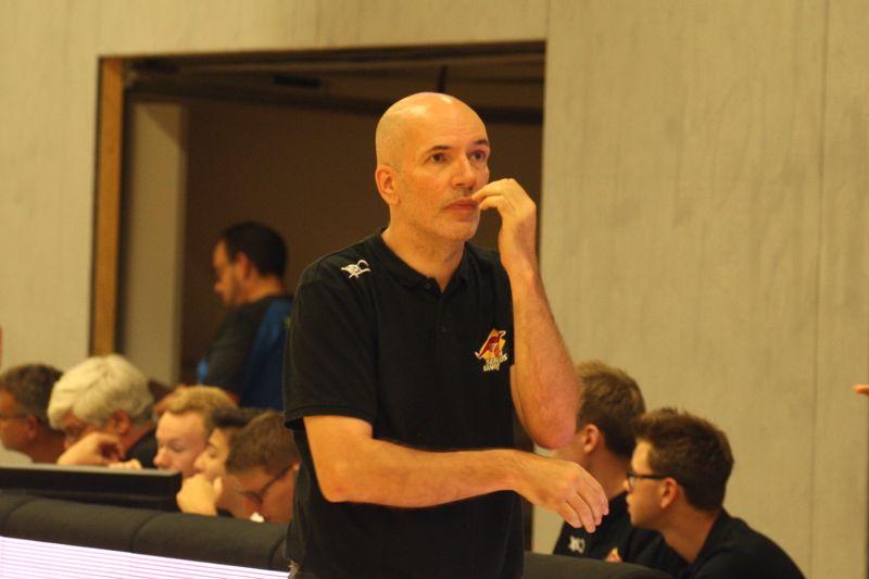Basketball Testsoiel Iserlohn Kangaroos - Phoenix Hagen; Trainer Dragan Torbica - © by Sportstimme.de (MK)