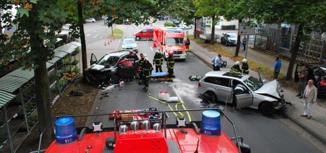 Schwerer Verkehrsunfall auf der Untergrüner Straße – 2 Personen verletzt – Zeugen gesucht