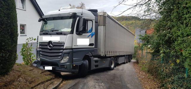 Hagen: Lkw in Dahl festgefahren – Bergungshilfe aus der Anwohnerschaft