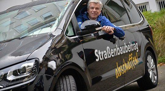 """Der BdSt NRW sammelt Unterschriften in Iserlohn – Volksinitiative """"Straßenbaubeitrag abschaffen"""" läuft weiter auf Hochtouren"""
