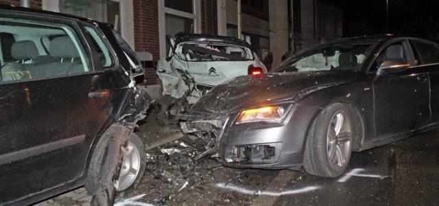 Verkehrsunfall mit hohem Sachschaden: Verdacht des illegalen Straßenrennens